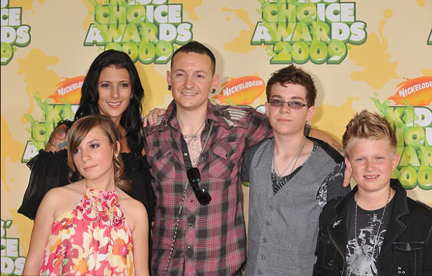 Chester Bennington, his wife Talinda Ann Bentley  and their children.png