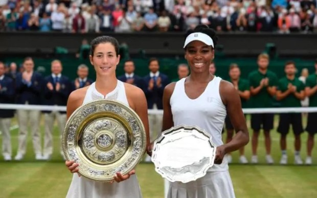 Muguruzer and Venus Williams  pose for photos at the end of 2017 Wimbledon final match.jpeg