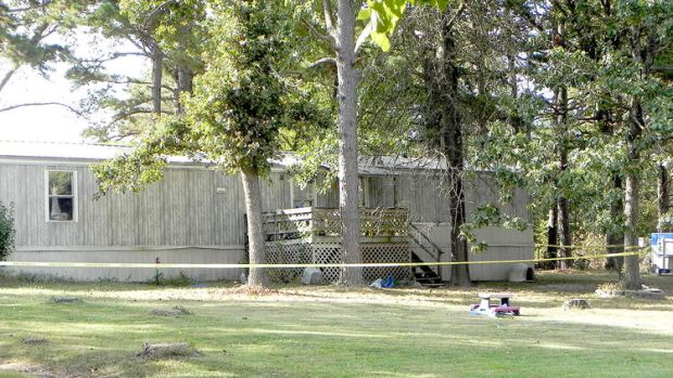 The murder took place at this mobile home in Cabool, Texas.jpg