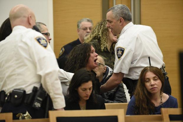 Relatives of Tonie Wells screamed at her husband.jpg