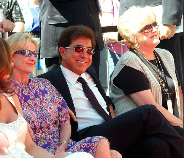 Steve Wynn andhis first wife Elaine [photo] in 2005 1.png