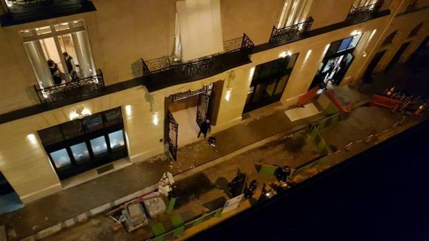 The robbers smashed their way into the five star hotel through a window.jpg