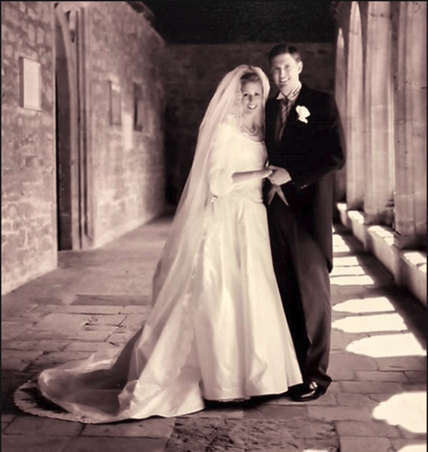 Colbie Holderness married Rob Porter in June 2003 at New College Chapel in Oxford, England 1