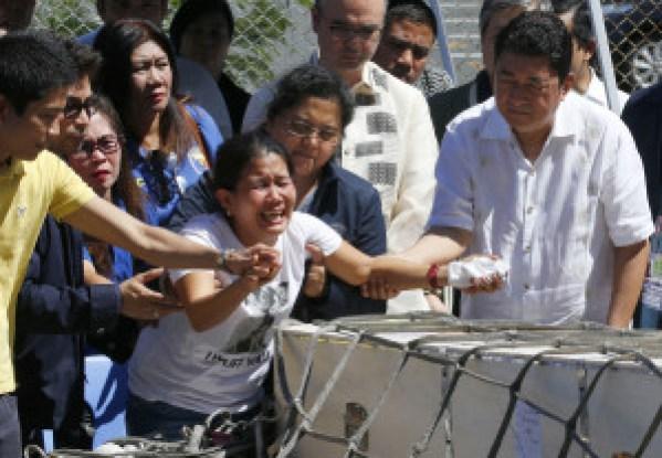 Joanna Daniela Demafelis' sister Jessica weeps over her casket 2.jpg