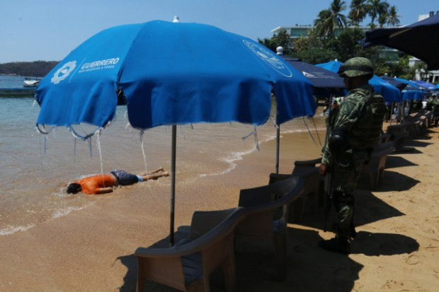 Body on Acapulco beach 2.jpg