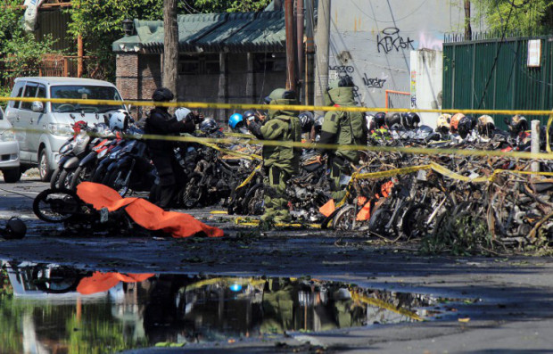 Indonesian bomb squad inspect blast site In Subaraya Indonesian on Sunday, May 13.jpg