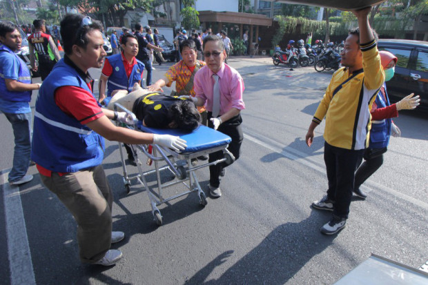 The injured are evacuated after the blast at the Indonesian Christian Church to a waiting ambulance.jpg