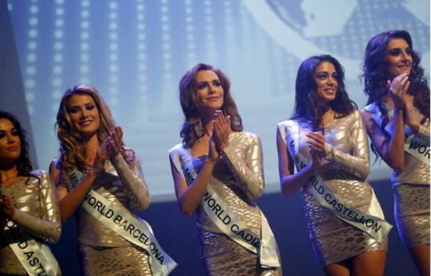 Angela Ponce [center] 29.png