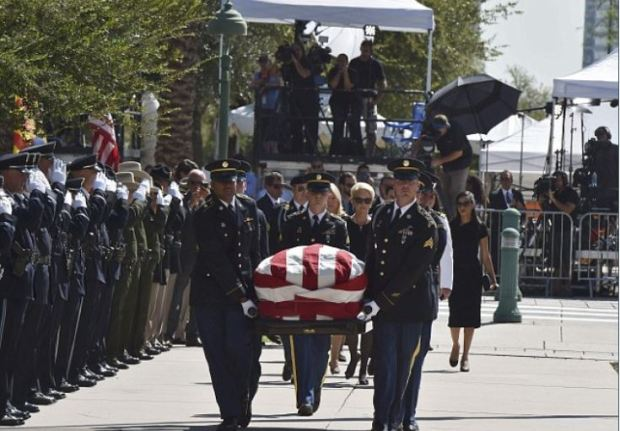 John McCain's body was taken by honor guard into the Capitol 1.JPG