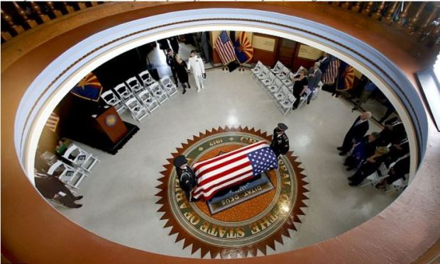 john McCain lying in state at the capitol rotunda 1.JPG