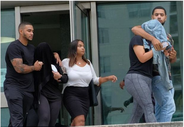 Ludwig Paz and his wife Arelis Peralta's children leave court with their heads covered 1