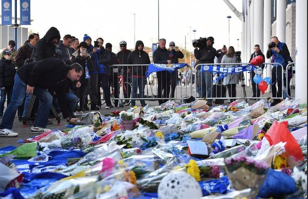 Leicester City FC fans mourn the death of the club's owner 1