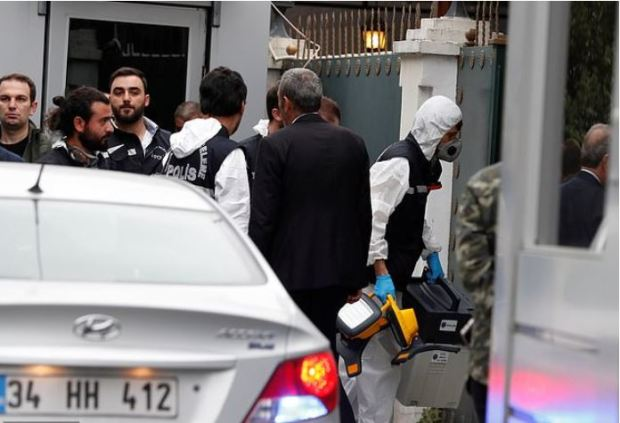 Turkish forensic team storm the residence of Saudi Arabia's Consul General Mohammad al-Otaibi in Istanbul.JPG