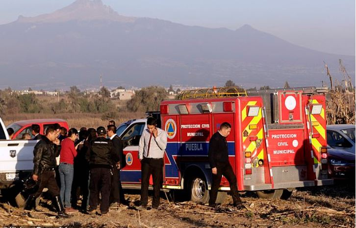 Rescue efforts at the spot where Martha Erika Alonso and her husband e Rafael Moreno Valle Rosas died in a plane crash 1