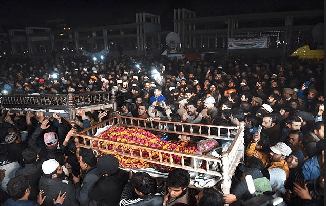 Funeral for family killed at checkpoint by cops in Pakistan 1