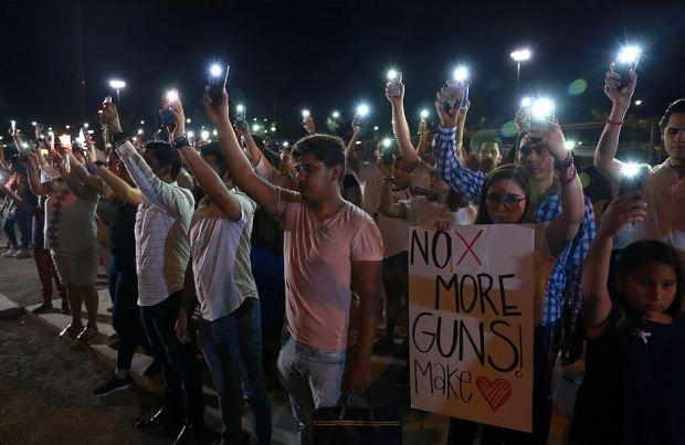 No more guns - Mourners take part in a vigil near the border fence between Mexico and the US 1.JPG