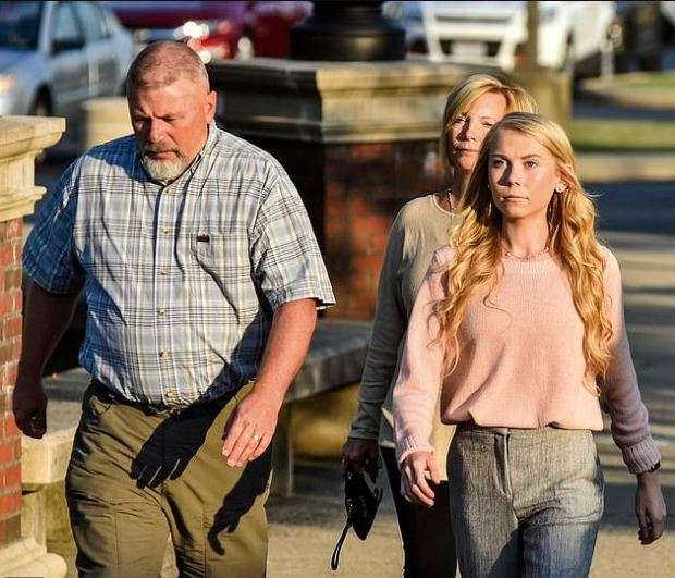 Brooke Skylar Richardson and her parents in court 2.JPG