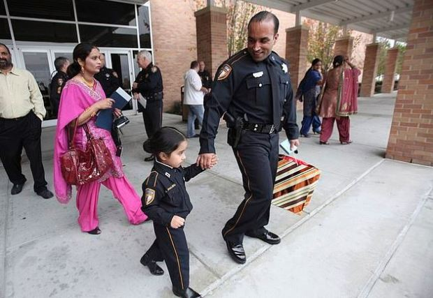Harwinder Dhaliwal walking behind daughter Japdeep Dhaliwal, and husband Deputy Sandeep Dhaliwal 1.JPG