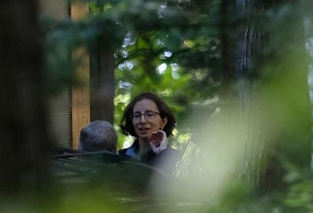 woman seen at home of Michael Mann 2.JPG