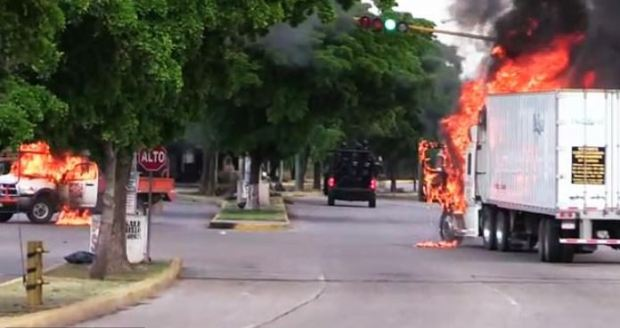 Culiacan, Mexico burns after Sinaloa cartel gunmen clash wit federal police 1