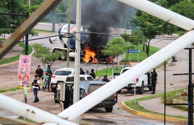 Sinaloa Cartel gunmen 2.JPG