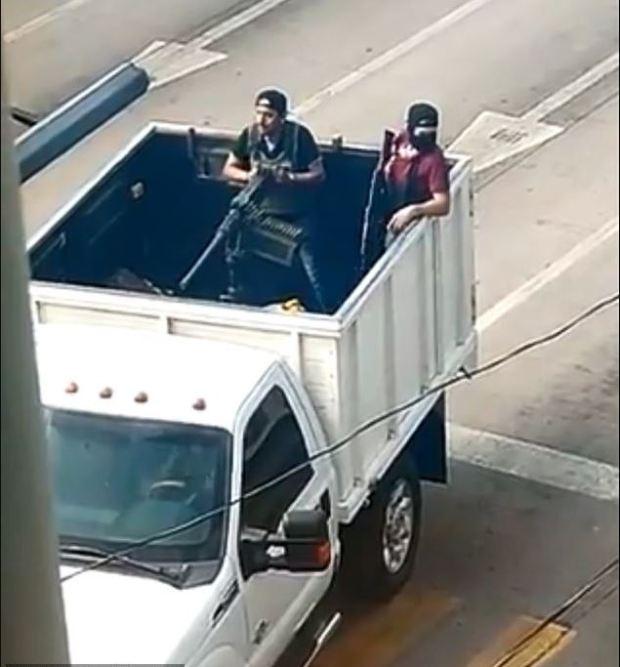 Sinaloa Cartel gunmen block streets in Culiacan 3