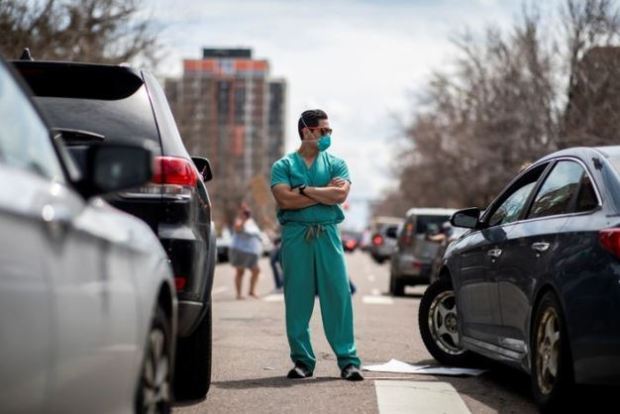 Healthcaree worker confronts Anti-Covid lockdown protests in Denver 2