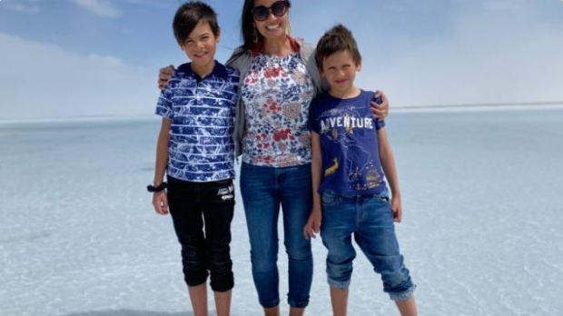 Ezre Osborn [left], and Seth Osborn with their mom 2