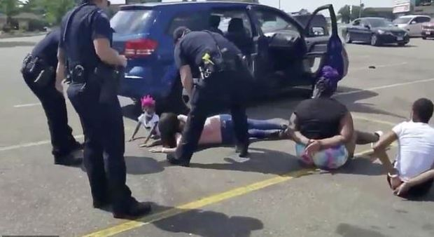 Cops arrests black family after identifying the wrong vehicle 3