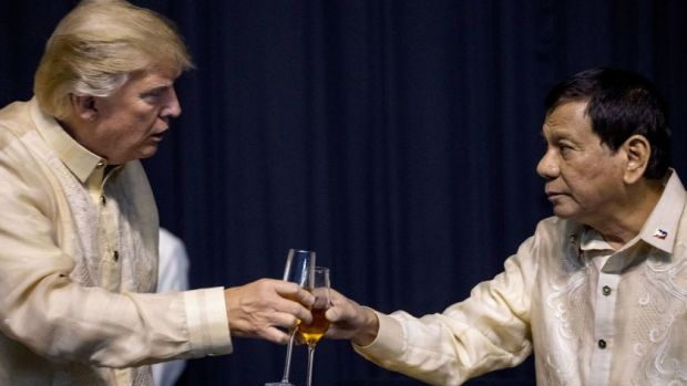 This image has an empty alt attribute; its file name is Donald-Trump-toasts-Philippines-President-Rodrigo-Duterte-right-at-an-ASEAN-Summit-dinner-Nov.-12-2017.jpg