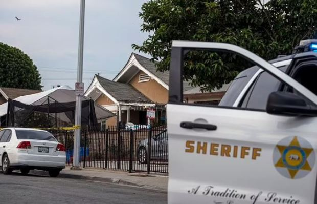 This image has an empty alt attribute; its file name is Sheriffs-at-the-scene-after-Sandra-Chico-was-held-in-the-deaths-of-her-three-children-in-LA-3.jpg