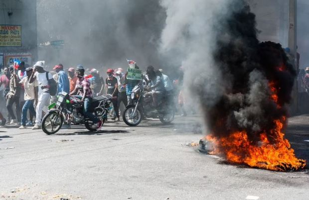 This image has an empty alt attribute; its file name is Haitians-demonstrate-in-Port_Au-Prince-demanding-that-President-Jovenel-Moise-resign-February-14-2021.jpg
