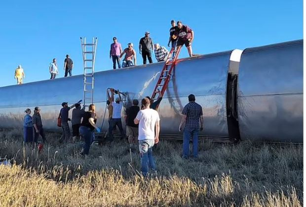 This image has an empty alt attribute; its file name is Amtrak-train-derails-in-Montana-Sept-25-2021-3.jpg