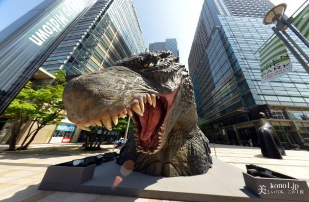東京都港区 東京ミッドタウン ミーツ ゴジラ リターンズ2015 ハリウッド映画版「GODZILLA ゴジラ」の実物の1/7スケールの頭部 全方位魚眼レンズ