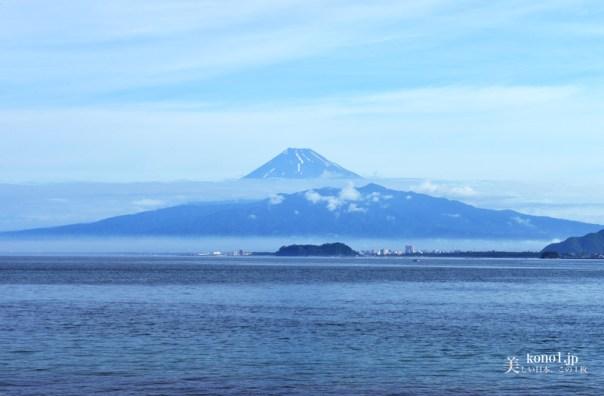 伊豆半島から見える富士山 西伊豆 朝霧