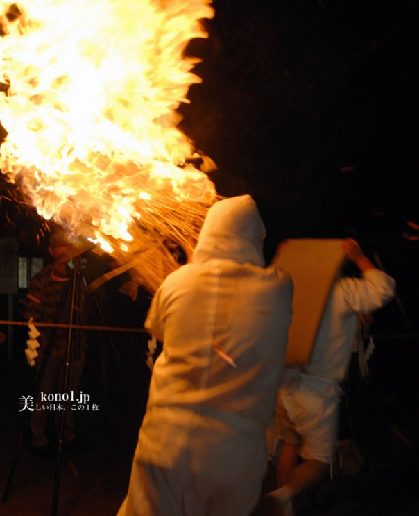 茨城県下妻市 大宝八幡宮 タバンカ祭 奇祭 火祭  厄除