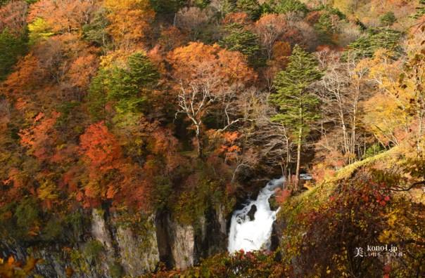 栃木県 日光 華厳の滝 虹 紅葉 日本ロマンチック街道