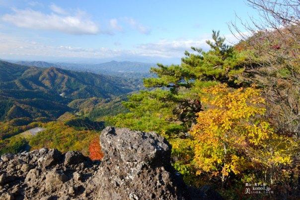 福島県伊達市 霊山 りょうぜん 見下し岩 紅葉 修験山