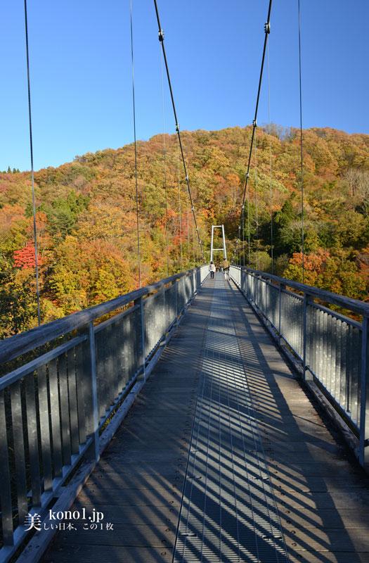 宮城県 横川渓谷 やまびこ吊橋 紅葉
