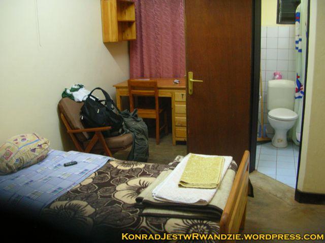 Na koniec wszystkich przygód, luksusik katolickiej parafii w Kigali. Drzwi do toalety zostawiłem otwarte specjalnie by pochwalić się sedesem ;)
