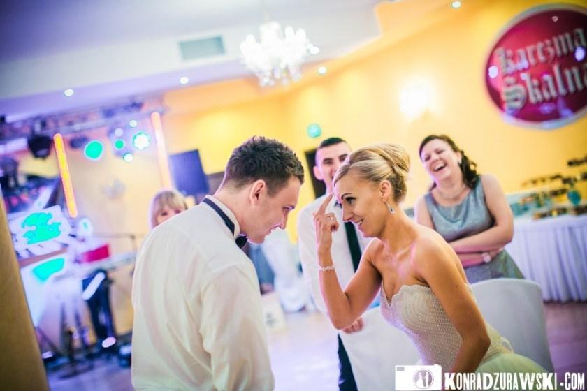 Tak się bawią goście weselni. Fotograf ślubny Jelenia Góra - Konrad Żurawski