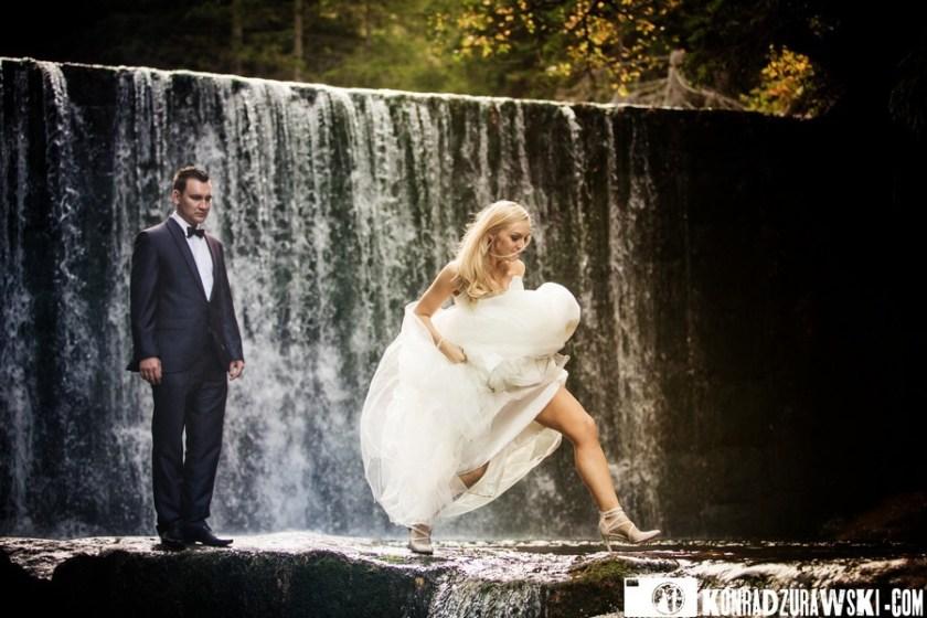Adrianna i Grzesiek podczas swojej ślubnej sesji plenerowej. Fotograf ślubny Jelenia Góra - Konrad Żurawski