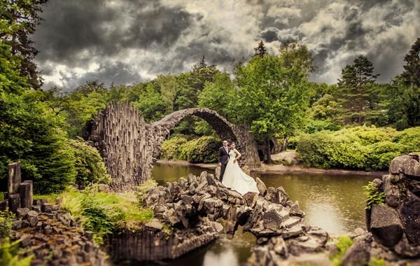 Deszczowe zdjęcia ślubne