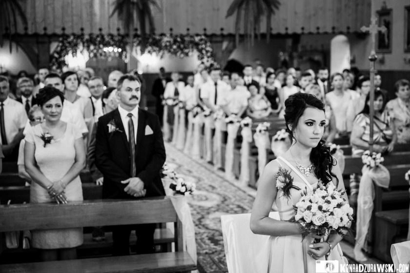 W całej uroczystości uczestniczyli zaproszeni Goście weselni | Fotograf ślubny Konrad Żurawski