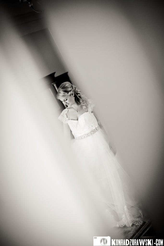 Jessi w czasie ślubnych przygotowań   Fotograf Konrad Żurawski