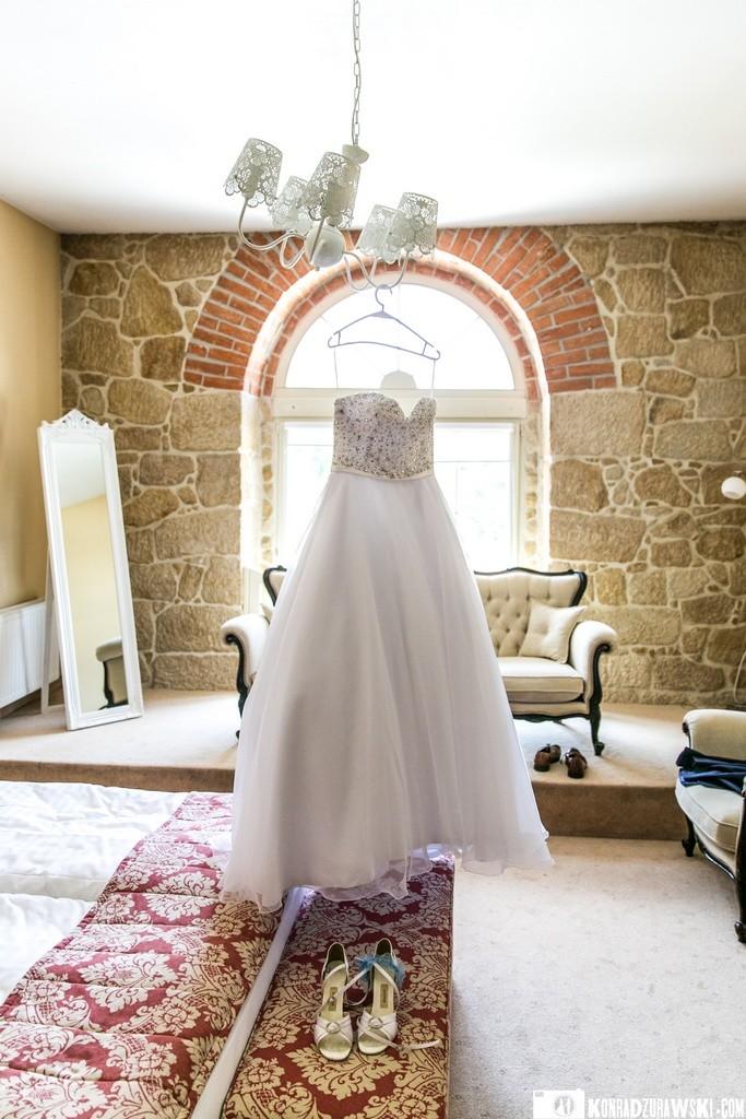Piękna suknia ślubna Panny Młodej podczas sesji ślubnej w Dubaju   Konrad Żurawski