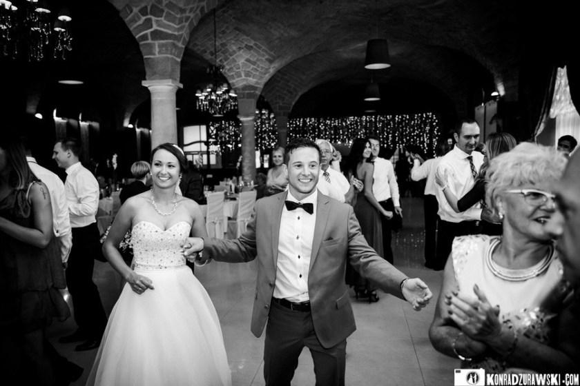 Czym byłoby prawdziwe wesele, gdyby nie tańce do białego rana?   Fotograf ślubny Konrad Żurawski