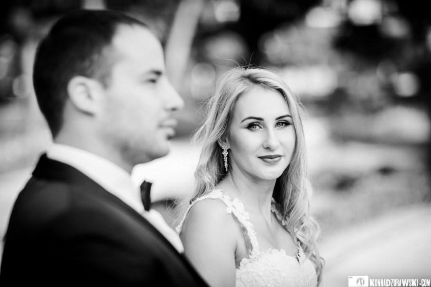 Czarno-białe zdjęcia Magdy i Marcina w czasie ślubnego pleneru | Fotograf Konrad Żurawski