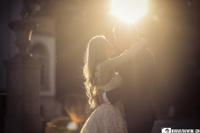 Magda i Marcin w promieniach zachodzącego słońca | Konrad Żurawski