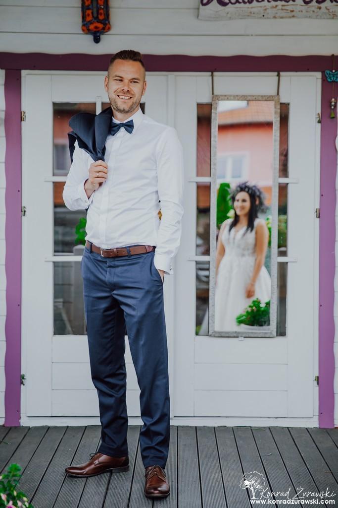 Tomasz i Kinga w czasie swojej sesji ślubnej w lawendzie - fotografia ślubna Zgorzelec | Konrad Żurawski